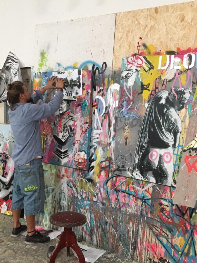 Mart Signed realizza opera serie Mart Wall in studio a Livorno