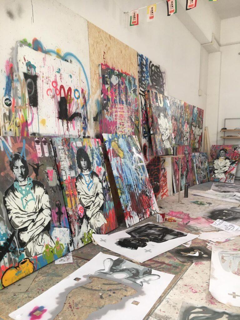 Studio di Mart Signed a Livorno con quadri Art is a Disease